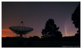 Cometa-Mc-Naught-y-antena-del-Instituto-Argentino-de-Radioastronom-¡a-FOTO-Guillermo-E.-Sierra